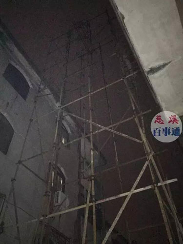 浙江慈溪一民房施工时钢缆断裂 5名工人不慎坠落