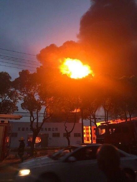 江苏无锡一危险化学品工厂发生火灾一人受伤