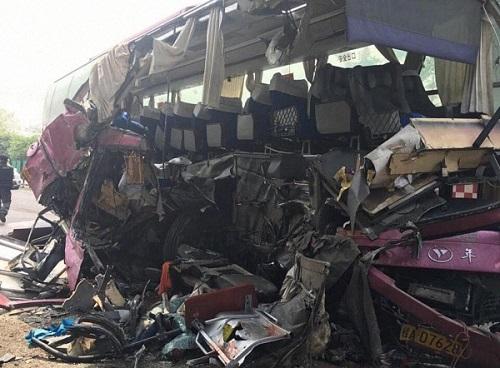 广西南友高速一大客车追尾 已致2死17伤