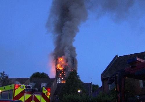 英国伦敦24层公寓火灾事故已导致30余人受伤 大火仍未熄灭