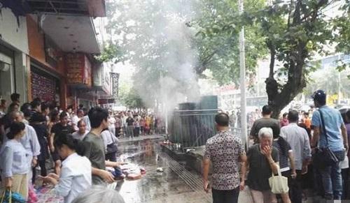 湖南永州一变压器爆炸致路人1死7伤