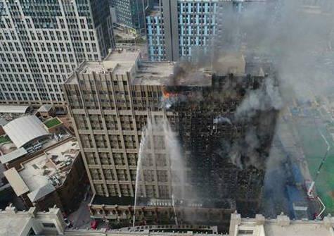 河南郑州一22层写字楼失火 人员伤亡暂不明